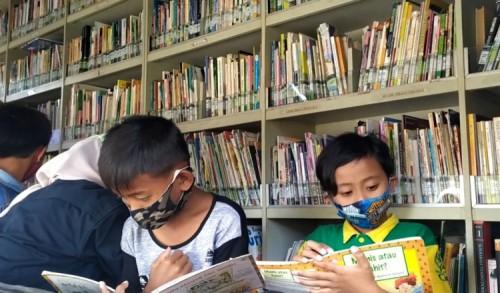 Melalui Perpusling, Mahasiswa di Jember Tanamkan Gemar Membaca Sejak Dini bagi Pelajar di Desa