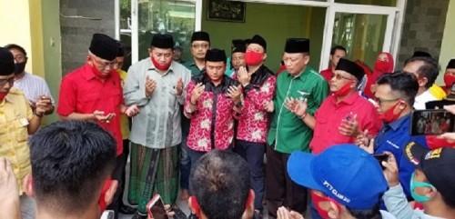 Sambil Bagi Beras, Salam Ifan Mendaftar Didampingi Ketua PCNU