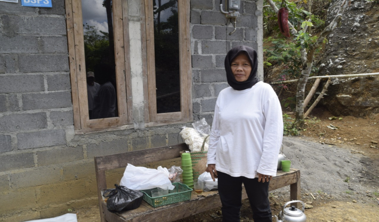 Emak-emak Juga Aktif Dalam Kegiatan TMMD 109 Kodim 0708 Purworejo