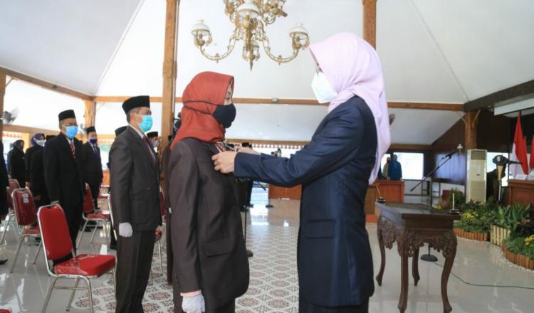 Lantik 57 Pejabat Pemkab, Bupati Probolinggo : Gunakan Kepercayaan Sebaik Mungkin