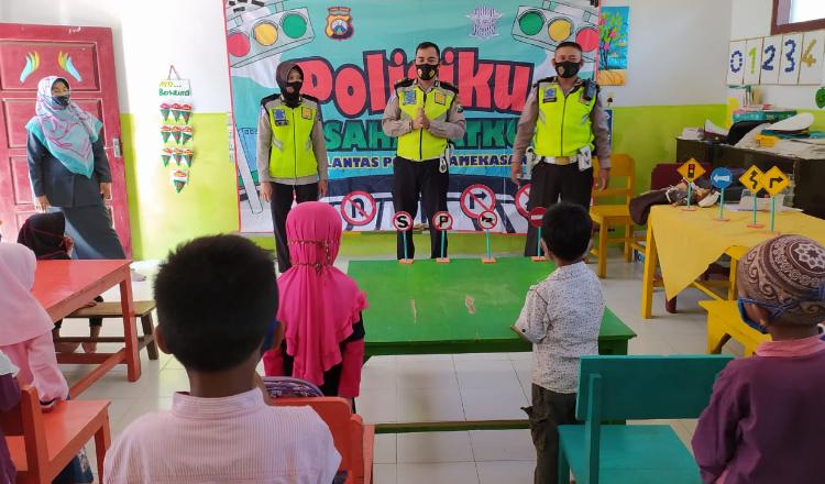 Polisi Sahabat Anak, Satlantas Polres Pamekasan Kenalkan Tertib Lantas dan Protokol Kesehatan