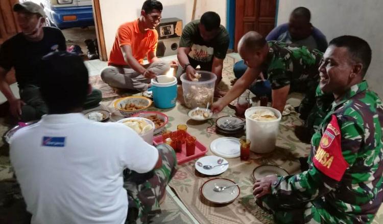 Kebersamaan Itu Terus Dipupuk di Lokasi TMMD Jatiwarno
