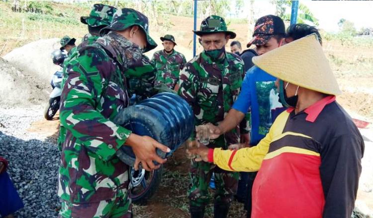 Gotong Royong Terus Terpupuk di Lokasi TMMD Jatiwarno