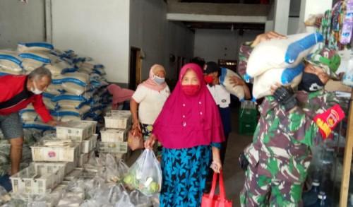 Satgas TMMD Rela Belanja Dengan Emak – Emak Untuk Kebutuhan Pokok