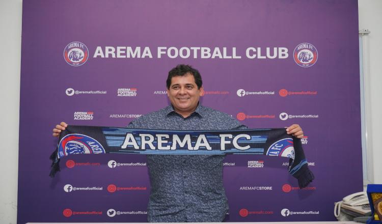 Jadi Pelatih Baru Arema FC, Carlos Oliveira Minta 'Bisikan' Dua Orang Ini