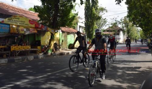 Kapolres Pamekasan Patroli Bersepeda Sekaligus Berikan Pemahaman Terkait Protokol Kesehatan
