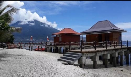 Pulau Maitara Dengan Perpaduan Laut Biru Kehijauan,Menggiurkan Wisatawan