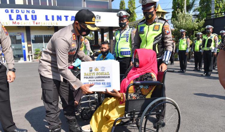 Tasyakuran HUT ke 65 Lalu Lintas, Polres Lamongan Santuni Komunitas Disabilitas