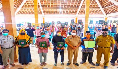 Ribuan Masyarakat Kabupaten Blitar Terima Sertifikat PTSL