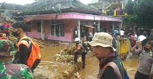 Pasca Banjir Bandang Cicurug Kabupaten Sukabumi, 700 Rumah Masih Terendam