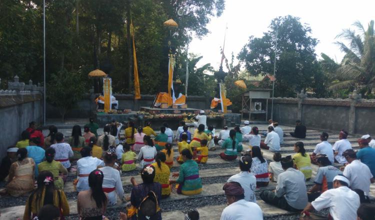 Hari Raya Kuningan Tiba, Umat Hindu Jember Doakan Indonesia Bebas Pandemi Covid-19