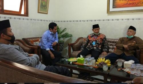 Silaturahmi ke Pesantren, Cabup Yuhronur Efendi Janjikan Beasiswa Khusus Penghafal al - Quran