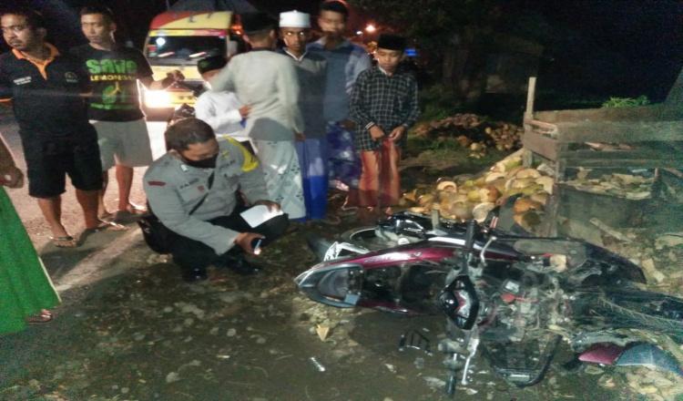 Mobil Boks di Jember Hantam Motor dan Warung, 3 Orang Sekeluarga Tewas
