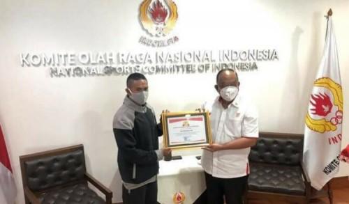 Berlari Dari Tobelo ke Jakarta Pemuda Asal Tobelo Dapat Penghargaan KONI Pusat