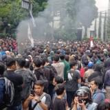 UU Cipta Kerja Disahkan, Ribuan Buruh Dan Mahasiswa Demo Depan Kantor DPRD Jabar