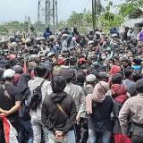 Ratusan Massa Kepung DPRD Pasuruan