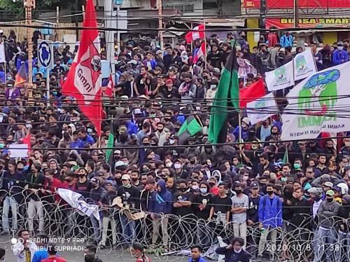 Ribuan Mahasiswa Jember dari 25 Aliansi Demo Tolak UU Omnibus Law