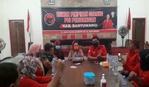 Sekretaris DPD PDI Perjuangan Jawa Timur Bacakan SK Pemecatan Yusuf