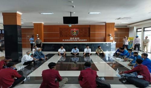 4 Tuntutan Pendemo Omnibus Law Ditandatangani DPRD Ngawi