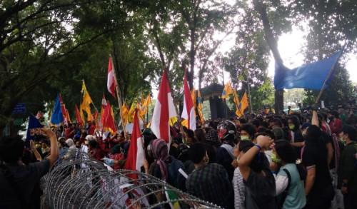 Ribuan Mahasiswa Kota Medan Unjuk Rasa di DPRD Sumut