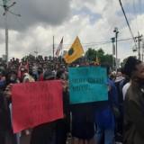 Tolak Omnibus Law, Ribuan Massa Gruduk Gedung DPRD Jember