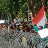 Tolak UU Cipta Kerja, Ribuan Massa Kepung Kantor DPRD Banyuwangi