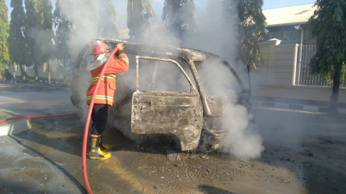 Mobil Carry Ludes Terbakar di Area SPBU Jalur Pantura