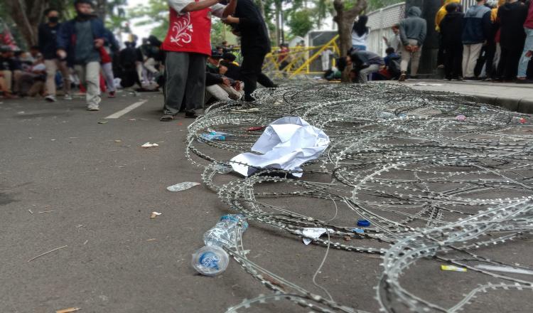 Potret Gedung DPRD Banyuwangi Usai di Demo Ribuan Massa Tolak UU Cipta Kerja