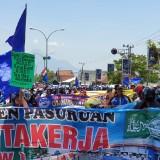 Ratusan Buruh Ngeluruk Gedung DPRD Kabupaten Pasuruan
