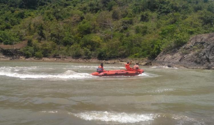 Cari Dua Remaja Tenggelam di Pantai Badug Banyuwangi, Tim SAR Gunakan Lempar Jaring