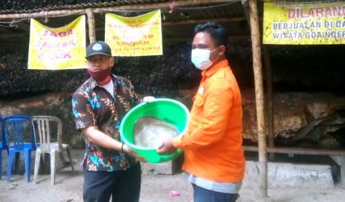 Terancam Punah, Mahipal Tuban Lepas Kura-kura di Goa Ngerong
