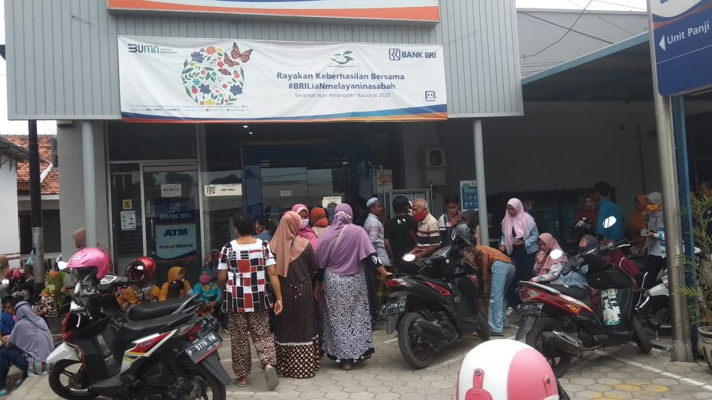 Dapat Sms Info Bri Masyarakat Serang Kantor Bri Situbondo Suara Indonesia
