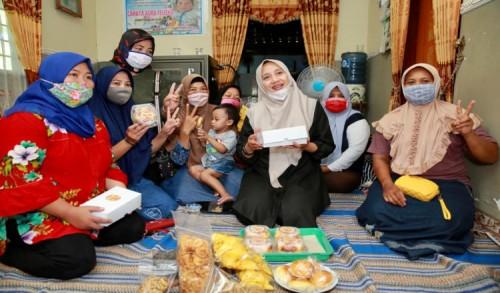 Kunjungi Kelompok Mantan Pekerja Migran, Ipuk Usung Program Pendampingan Berbasis Desa