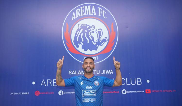 Tanda Tangani Kontrak, Bruno Smith Resmi Berkostum Arema FC