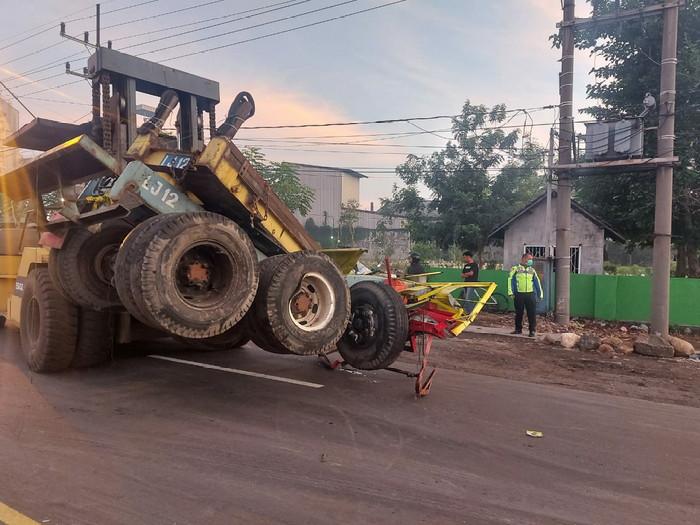 Pemilik Warung Minuman di Pasuruan Tewas Dihantam Tractor Head