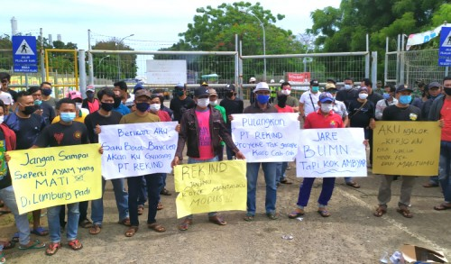 Tuntut Transparansi Tenaga Kerja, Warga Ring Satu Demo PT Rekind di TPPI Tuban