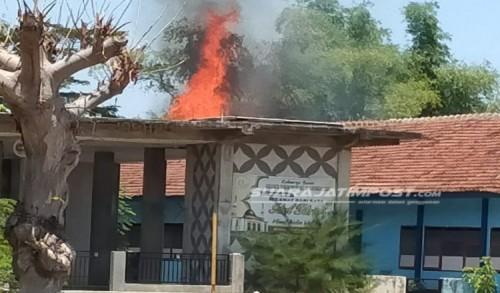 Satu Ruang Kelas SMAN Suboh di Situbondo Hangus Terbakar