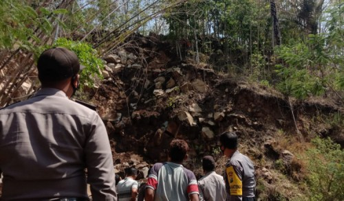 Warga Ngawi Tewas Tertimbun Tanah Longsor