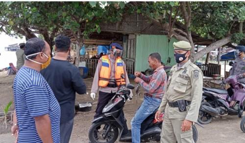 Brimob Aceh Lakukan Sosialisasi Prokes dan Bagi Masker Dilokasi Wisata