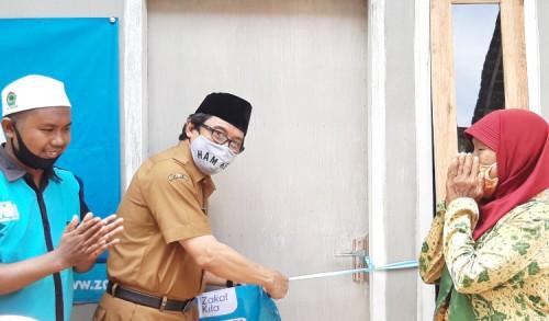 Berurai Air Mata, Janda Tua di Jember Terima Bantuan Bedah Rumah Nurul Hayat