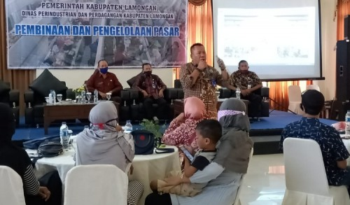 Cegah Penularan Covid-19, Direktur Perumda Pasar Lamongan Ajak Pedagang Berjualan Online di POL