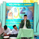 Gelar Maulid Nabi, MTsN 11 Jember Bagikan Ratusan Sembako pada Kaum Duafa'