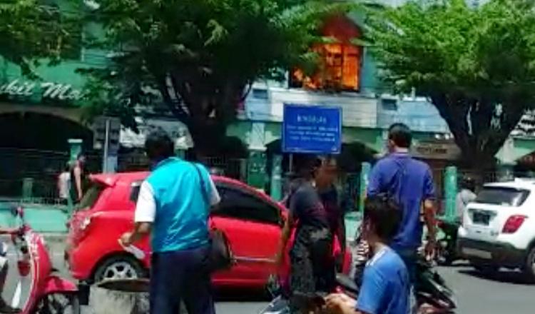 Komplek Ruko Pasar Larangan Dilalap Si Jago Merah
