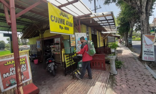 Warung Plecing di Bondowoso Terapkan Protokol Kesehatan, Pembeli Laksanakan 3 M