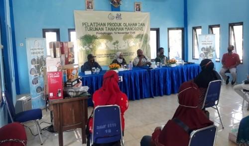 Kurangi Dampak Ekonomi Covid-19, Pemkab Probolinggo Latih Ibu-Ibu Nelayan Olah Mangrove