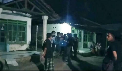 Diduga Cemburu, Rumah Janda di Pasuruan Dilempari Bondet
