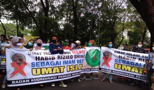 Ratusan Umat Muslim Tolak Kedatangan Habib Rizieq di Kota Medan