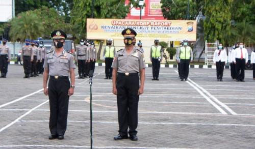 Dua Anggota Polres Situbondo Mendapat Kenaikan Pangkat Pengabdian