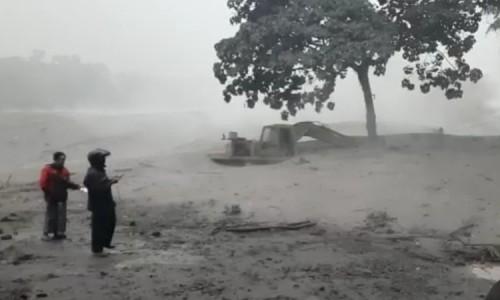 Alat Berat, Beserta Truk Milik Penambang di Lumajang Tertimbun Lahar Gunung Semeru