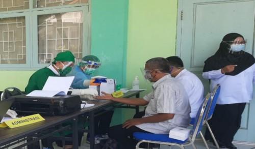 71 Pengawas dan Bakal Calon Kasek di Probolinggo Jalani Rapid Test